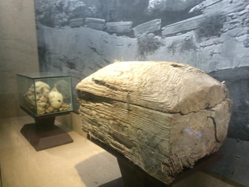 Hanging Coffin at White Emperor City